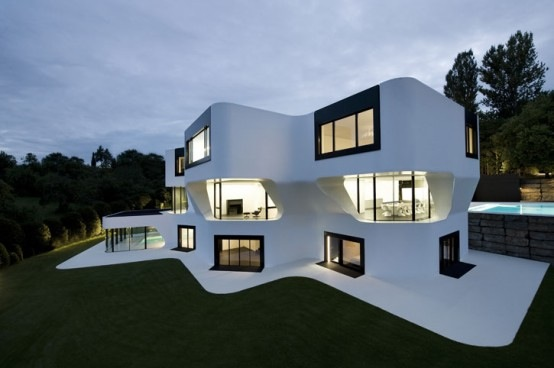 the-most-futuristic-house-5-554x368.jpg